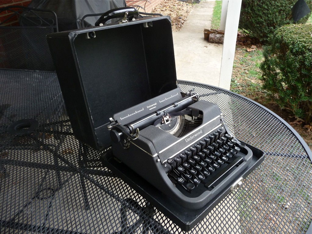 Snappy little Underwood Universal portable, made in 1947 -- a joy to type on, and the only carriage-shifting machine I have.